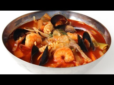How to Make Jjamppong – Spicy Korean Seafood Noodle Soup