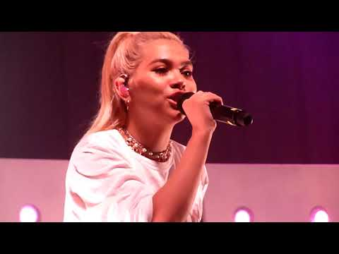 "Hayley Kiyoko ""Girls Like Girls"" (Live in Atlanta GA Buckhead Theatre 05-11-2018)"