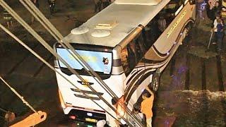 Video Bus Selip Waktu Akan Naik Kapal dan hampir terperosok di Air Laut MP3, 3GP, MP4, WEBM, AVI, FLV Agustus 2018