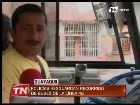 Policías resguardan recorrido de buses de la línea 45