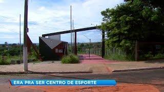 Futuro centro esportivo de Marília mal saiu do papel e obra está abandonada