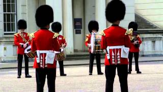 <h5>Militärorchester</h5><p>Das meine ich, wenn ich sage: &quot;Die Londoner tun aber auch was für ihre Touris!&quot; &lt;br&gt; Das ist doch jedenfalls mal eine echte, handgemachte Sehenswürdigkeit!</p>