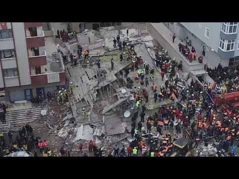 Τουλάχιστον ένας νεκρός από την κατάρρευση πολυκατοικίας στην Κωνσταντινούπολη