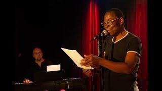 Fulgence lit la poésie de Maya Angelou à Vivement poésie - Mai 2018