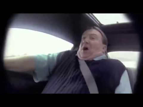 Un vendeur de voiture piégé par un pilote professionnel