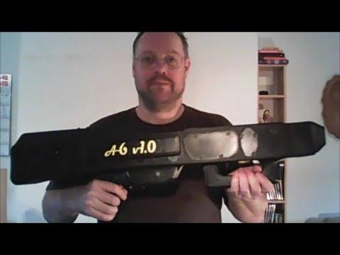 男子端著一把槍出鏡讓人有些小緊張,然而當看清楚槍裡面發射的東西後所有的網友都興奮到想把諾貝爾獎頒給他!