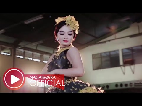 Zaskia Gotik - Cukup 1 Menit Remix Version - Official Music Video HD - Nagaswara