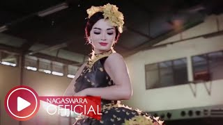 Cukup 1 Menit - Zaskia Gotik - Remix Version - Official Music Video HD - Nagaswara