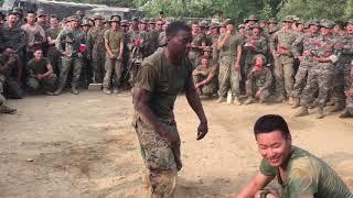 Pojedynek taneczny pomiędzy amerykańskimi a koreańskimi Marines