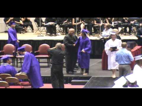 0 Graciosa caída en la graduación