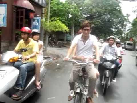 Ly Hai Minh Ha dap xe cung fanclub.MOV