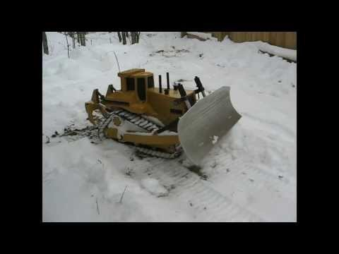 RC D11 dozer - Snow blade test 4