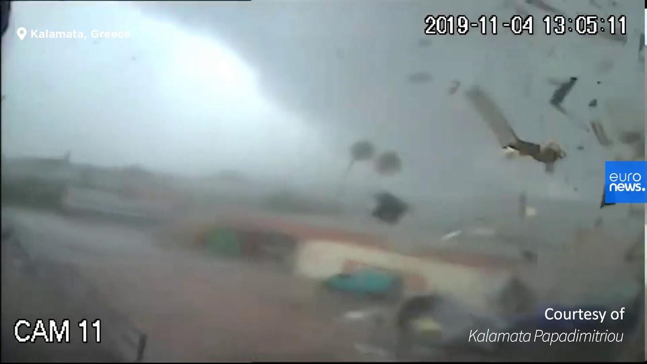 Η στιγμή που ανεμοστρόβιλος χτυπά το εργοστάσιο Παπαδημητρίου στην Καλαμάτα
