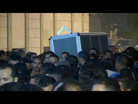 Αίγυπτος: Θρήνος στην κηδεία ενός εκ των θυμάτων στις επιθέσεις στο Παρίσι