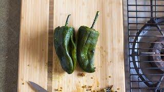 El método más rápido y sencillo para asar chiles poblanos para rellenar, cortar en rajas o preparar chiles en nogada. Encuentra la receta completa en Allrecipes México: http://allrecipes.com.mx/receta/12449/como-asar-chiles-poblanos.aspx
