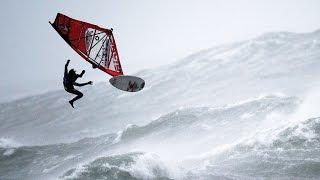 Виндсерфинг во время урагана - безумный вид спорта для адреналиновых наркоманов