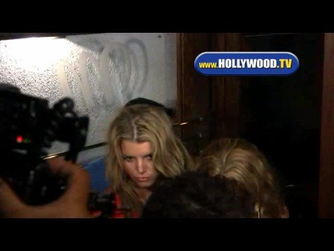 Jessica Simpson Trying to get into a Restraunt