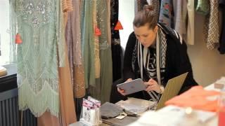 Im stationären Einzelhandel sind die Umsätze rückläufig. Obwohl der Rückgang deutlich geringer ist, als der Zuwachs beim Onlineshopping, wird der Digitalisierung die Schuld am Verschwinden von Ladengeschäften gegeben. Die Vernetzung bietet aber auch Chancen (Quelle: m4-tv.com/mtx).