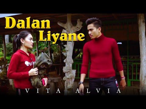 Video Vita Alvia - Dalan Liyane (Official Music Video) download in MP3, 3GP, MP4, WEBM, AVI, FLV January 2017