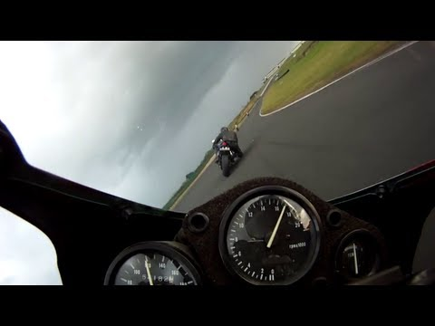 honda cbr250rr mc22 vs yamaha r6