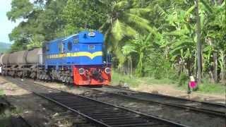 Polgahawela Sri Lanka  city pictures gallery : Sri Lanka Railway - Class M10 Diesel Electric Locomotive clagging into Polgahawela Railway Station