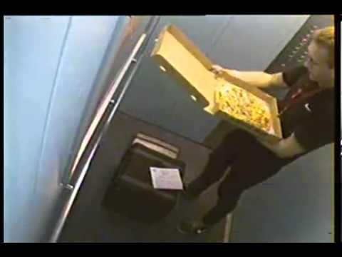 Repartidor de Pizza arregla un pedido de la peor forma