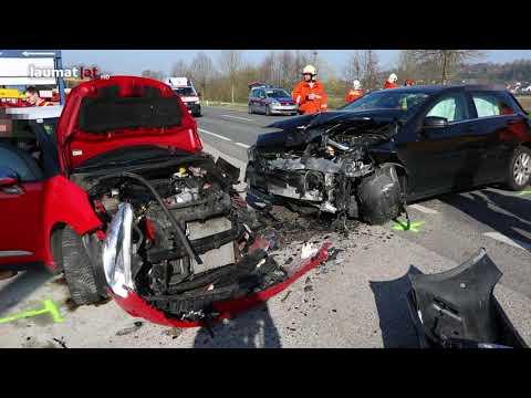 Drei Verletzte bei schwerem Verkehrsunfall auf Innviertler Straße in Schlüßlberg