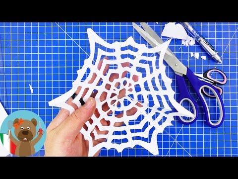 ceare fiocchi di neve di carta con il modello della ragnatela | decorazione di natale fai da te