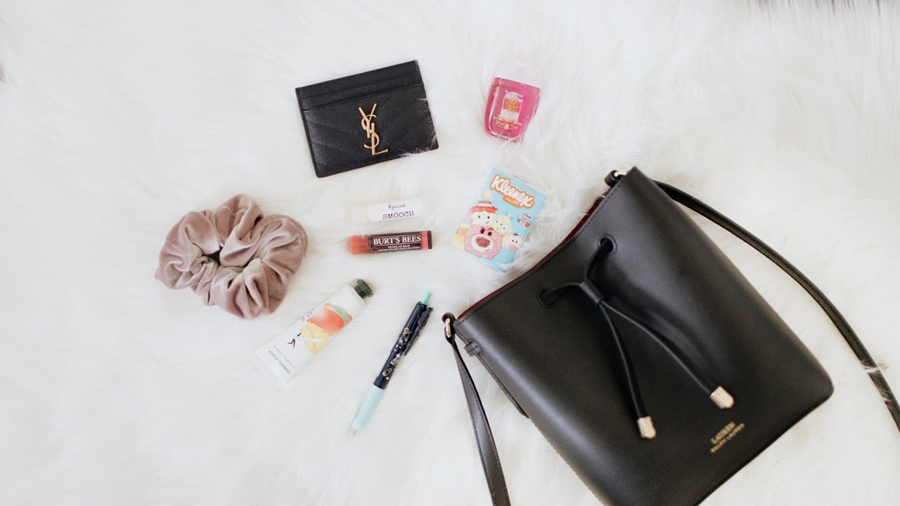 What's In My Bucket Bag? ⭐