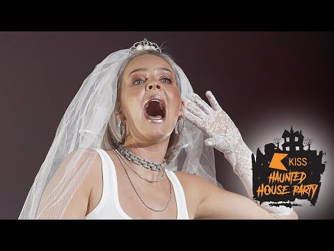 Anne Marie - 2002 (Live At The KISS Haunted House Party 2018)