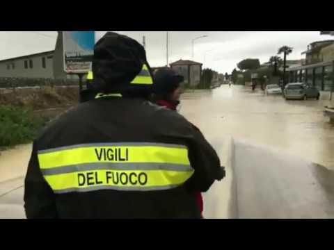 Maltempo Teramo, oltre cento interventi dei vigili del fuoco. Famiglie evacuate FOTO VIDEO