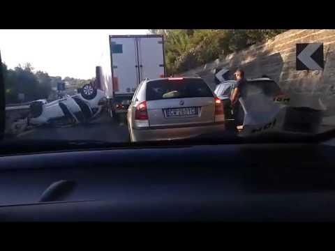 A14, auto si ribalta nella zona di Tortoreto VIDEO