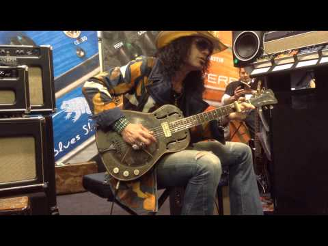Eric Sardinas NAMM 2014 Plays Trussart Guitar Performance