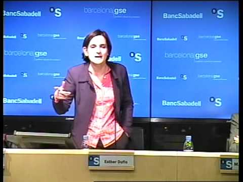 Esther Duflo Spricht in Barcelona Economics Vortrag Part 7/8