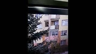 Wnuk zwyrodnialec wyrzucił swoją babcię przez okno z 2 piętra – kobieta nie przeżyła