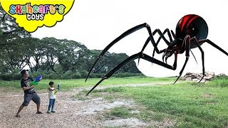 Video GIANT INSECTS Invasion! Skyheart and Daddy battles huge creatures insects water war MP3, 3GP, MP4, WEBM, AVI, FLV Desember 2018