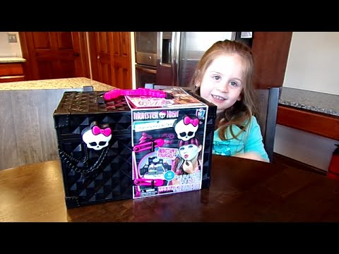 Monster High Monsterfy Make-up Case on Chloe's Toy Time!! (видео)