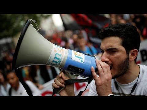 140 Demos: Franzosen streiken gegen Verwaltungsabba ...