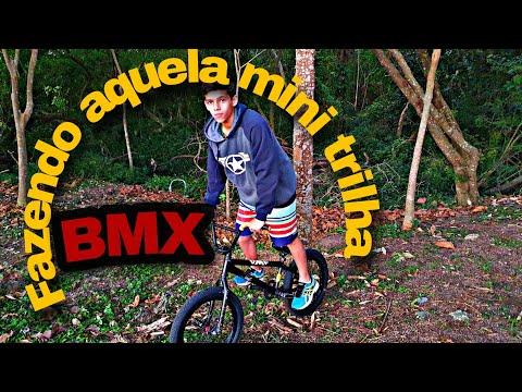 Fazendo uma mini trilha com minha BMX видео