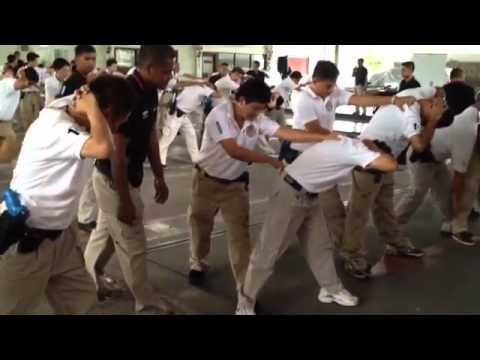 ยุทธวิธีตำรวจ - วิดีโอที่สร้างด้วยแอ็พ Socialcam บน iPhone: http://socialcam.com.