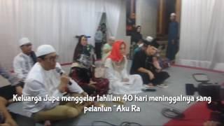 "Keluarga gelar tahlilan 40 hari meninggalnya penyanyi dangdut Julia Perez alias Jupe di Raffles Hills, Cibubur, Jakarta Timur, Rabu (19/7/2017) malam.Credit backsound: ""Bersenyawa"" by Dengarkan DiaKOMPAS.com/Andi Muttya Keteng"