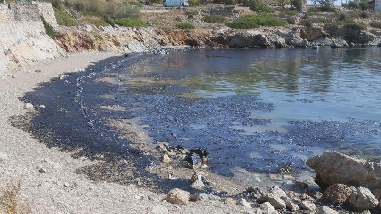 Πετρελαιοκηλίδα στη Σαλαμίνα