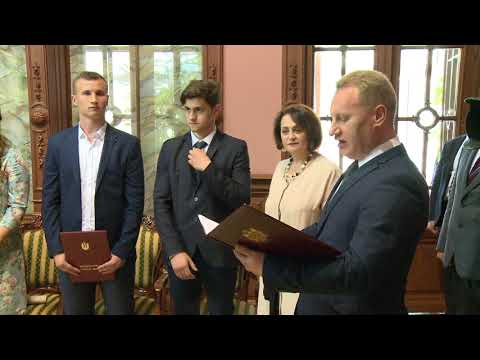 Un grup de elevi și studenți au primit Diploma de Onoare a Președintelui Republicii Moldova