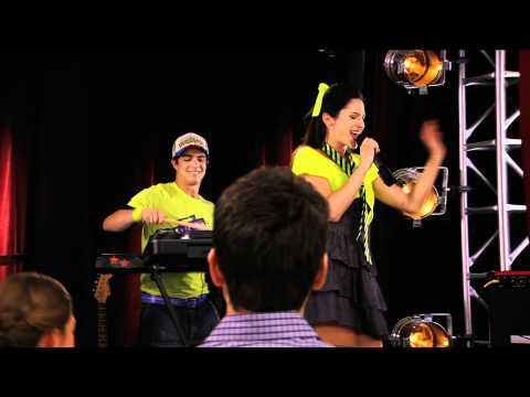 Violetta: Momento Musical - Francesca canta ¨En mi Mundo¨