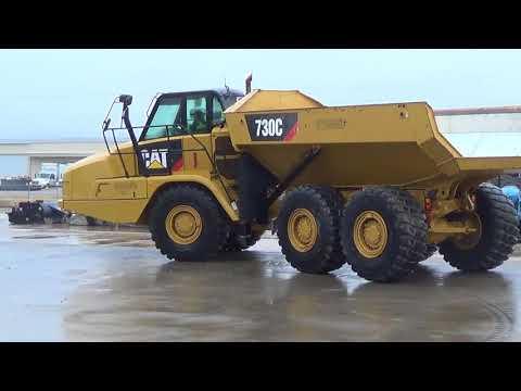 CATERPILLAR TOMBEREAUX ARTICULÉS 730C equipment video JHbKiXXdqU8