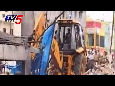 GHMC Special Drive on illegal constructions in Hyderabad : TV5 News