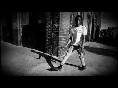 DJ TAYE footworking