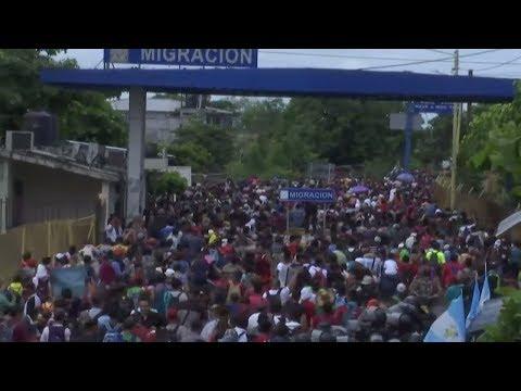 USA / Mexiko: Hunderte Migranten durchbrechen die Gre ...