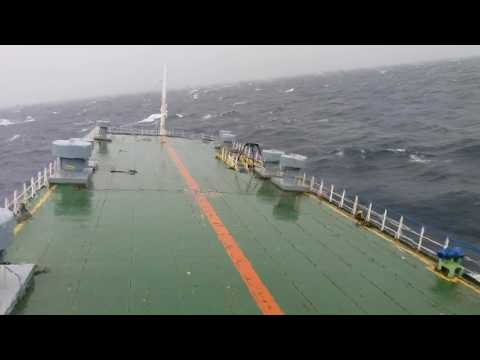 Kapal Berputar Kena Ombak