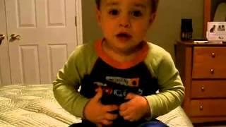 Cooper el Usono aĝas 21 monatojn, kaj bone komprenas kaj parolas la internacian lingvon Esperanton. Cooper, a 21-month old boy from the U.S., can speak ...